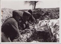 'Drei Spähtruppführer' Press Photograph