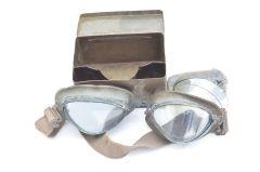 Wehrmacht Kradmelderbrille in Container